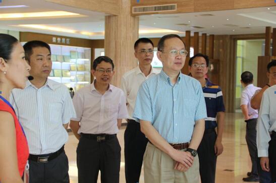 广东药科大学党委书记杨海涛一行走访康芝海南总厂